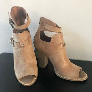NWOB G by Guess heeled sandal